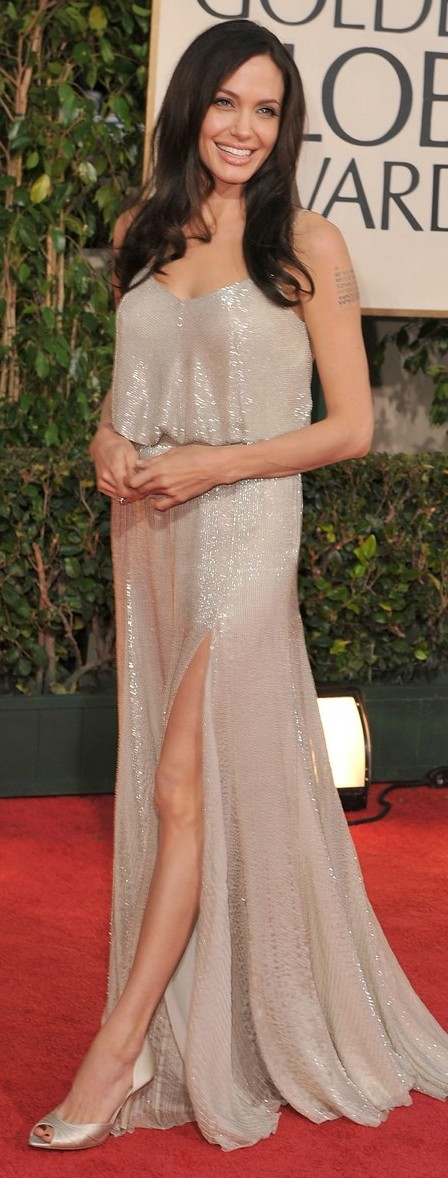 angelina-jolie-golden-globes-2009-02