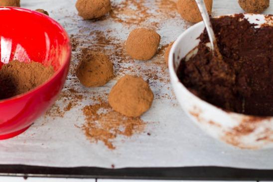 IMG 5680   Easy Holiday Gift: Vegan Chocolate Macaroon Truffles