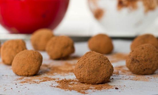 IMG 5685 2   Easy Holiday Gift: Vegan Chocolate Macaroon Truffles