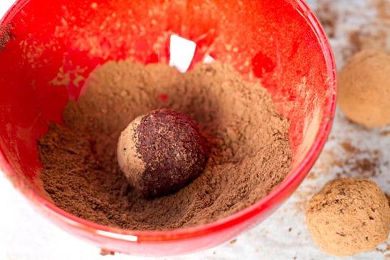 IMG 5690   Easy Holiday Gift: Vegan Chocolate Macaroon Truffles