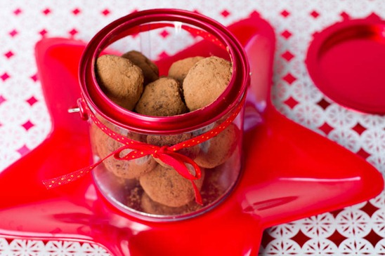 IMG 5698   Easy Holiday Gift: Vegan Chocolate Macaroon Truffles