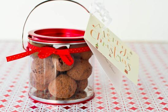 IMG 5706   Easy Holiday Gift: Vegan Chocolate Macaroon Truffles