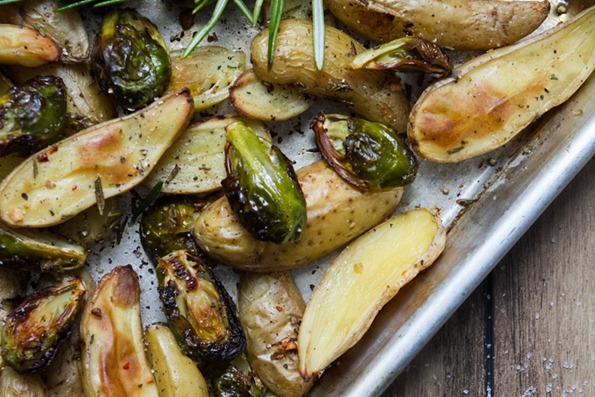 roasted brussels sprouts and fingerling potatoes with rosemary 6793 2   Roasted Fingerling Potatoes and Brussels Sprouts with Rosemary and Garlic