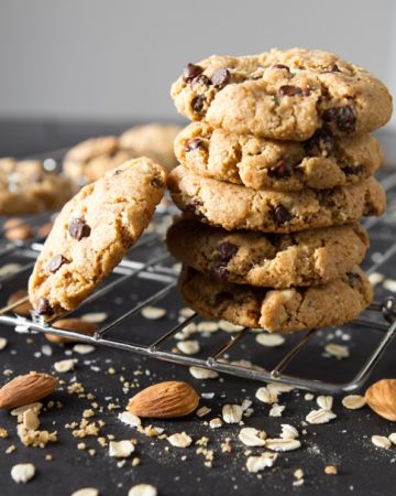 gluten-free-peanut-butter-chocolate-chip-cookies-8400_thumb