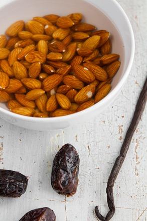homemade almond milk-0870