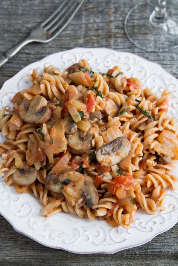 Quick Easy Creamy Tomato Mushroom Pasta Oh She Glows