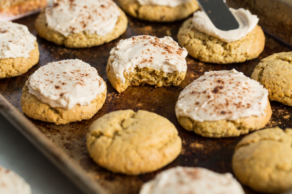"""https://ohsheglows.com/ """"width ="""" 595 """"height ="""" 397 """"srcset ="""" https://ohsheglows.com/wp-content/uploads/2020/09/perfectlittlepumpkincookies_065A3039.jpg 600w, https: // ohsheglows .com / wp-content / uploads / 2020/09 / perfectlittlepumpkincookies_065A3039-300x200.jpg 300w, https://ohsheglows.com/wp-content/uploads/2020/09/perfectlittlepumpkincookies_065A3039-200x133.jpg 200w, https: // ohsheglows.com .com / wp-content / uploads / 2020/09 / perfectlittlepumpkincookies_065A3039-268x179.jpg 268w """"tailles ="""" (largeur maximale: 595px) 100vw, 595px """"/><span style="""